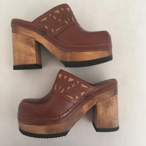 b01a480d125 BONGO Shoes - Vintage 90s Bongo Wood Platform Leather Clogs